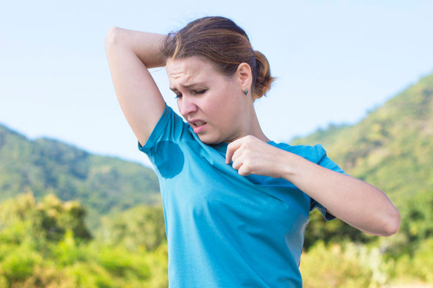 sweating-young-girl-sniffing-her-armpit-looking-spot-sweat-stain-her-t-shirt-with-disgust-emotion-face-frowns-upset-frustrated-woman-suffering-from-hyperhidrosis-summer-sunny-hot-day_157823-191