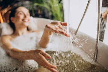 woman-relaxing-bath-with-bubbles_1303-24655