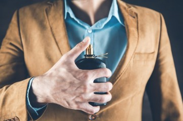 young-business-man-hand-perfume_218381-2235