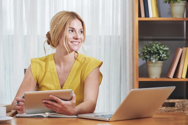 business-lady-office-desk_1098-21248